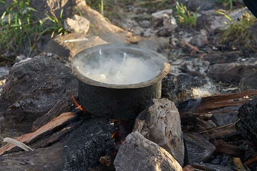 Hoe to Use a Dutch Oven Over a Campfire