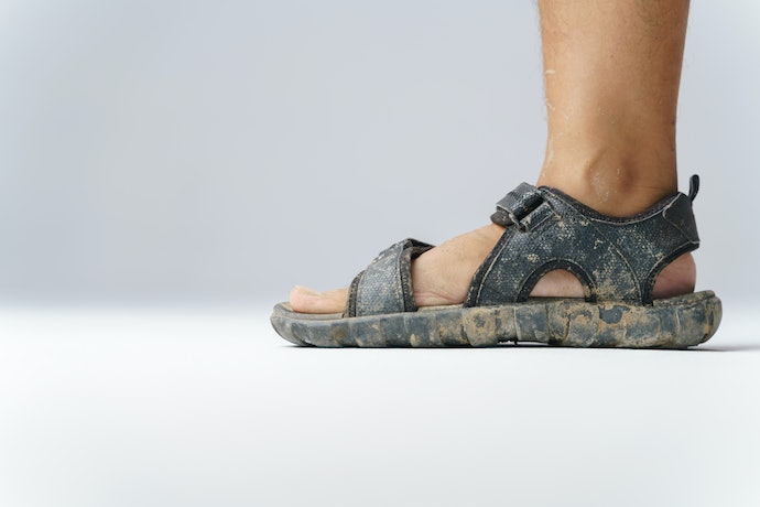 Choose Sandals That are Easy to Wash to Keep Them Odor-Free