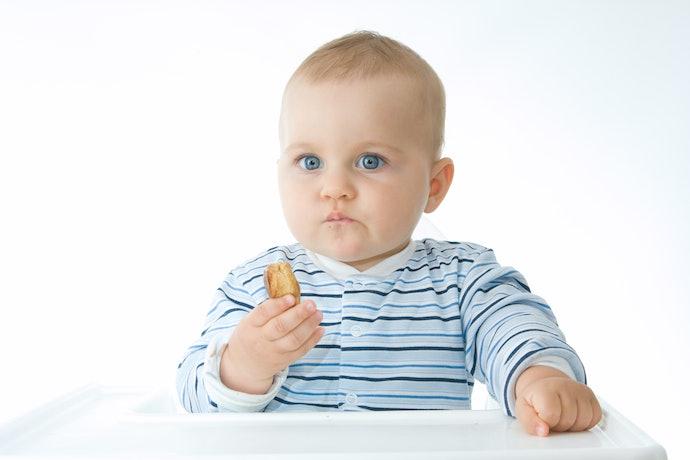 Feeding Finger Foods Helps Motor Skill Development