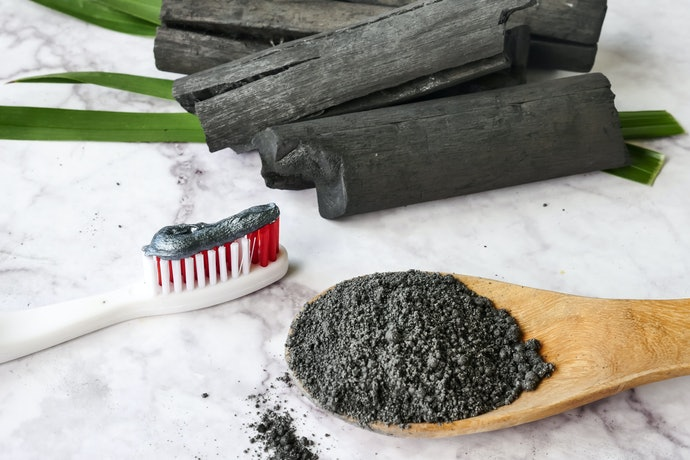 Activated Charcoal Cleans the Mouth and Removes Plaque