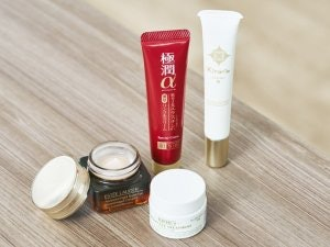 ① We Recommend an Eye Cream with Lots of Moisturizing Ingredients