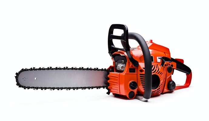 Note the Number of Bucking Spikes and Mounting Studs the Chainsaw Has