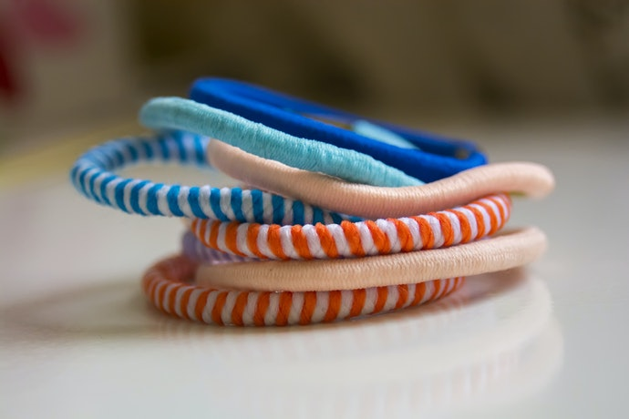 Elastic Hair Ties for a Classic Hold