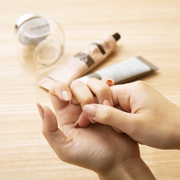 How to Apply Cuticle Oil