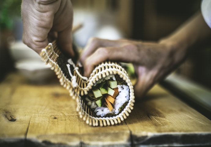 Use Rolling Mats to Make a Traditional Maki
