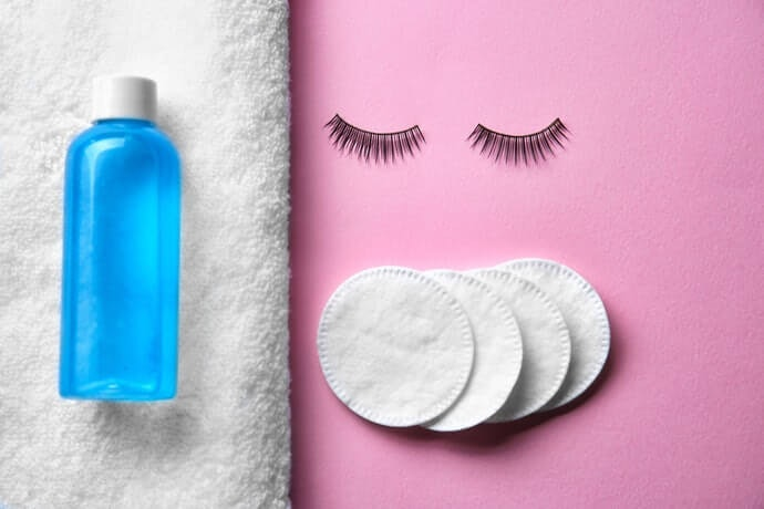 How to Remove Mascara in a Way That Won't Remove Your Lashes