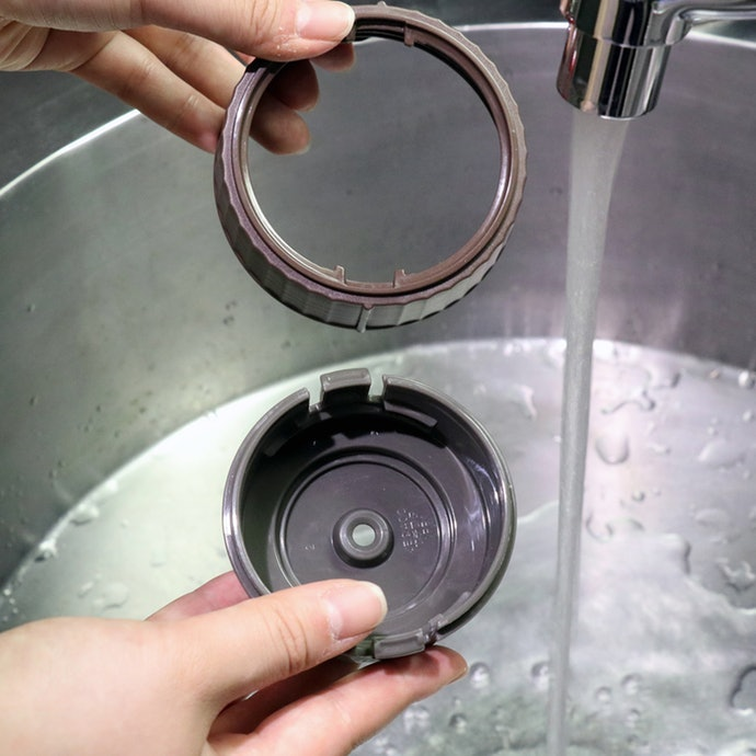 Check if You're Able to Wash Every Nook and Cranny of the Jar