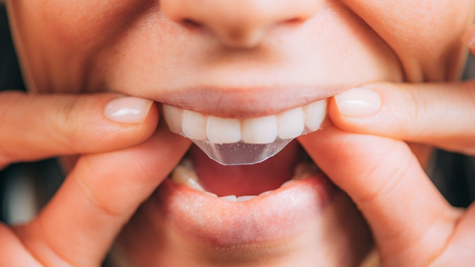 Make Sure That the Strips Adhere Strongly to Your Teeth