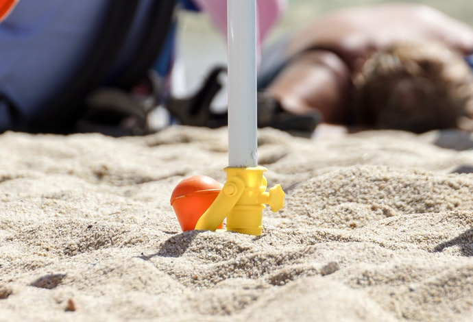 Make Setup Easy With a Built-in Sand Anchor
