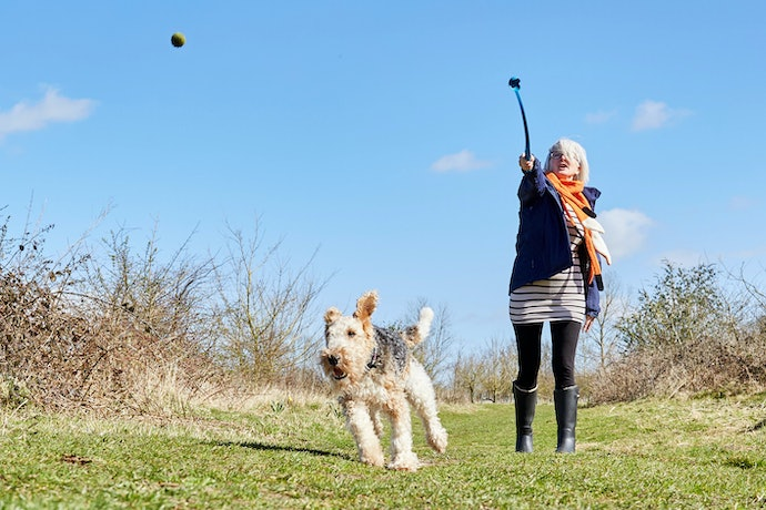 Manual Ball Launchers Let You Throw More Easily