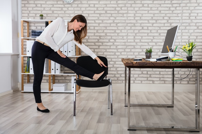 Learn to Manage Your Back Pain While at Work