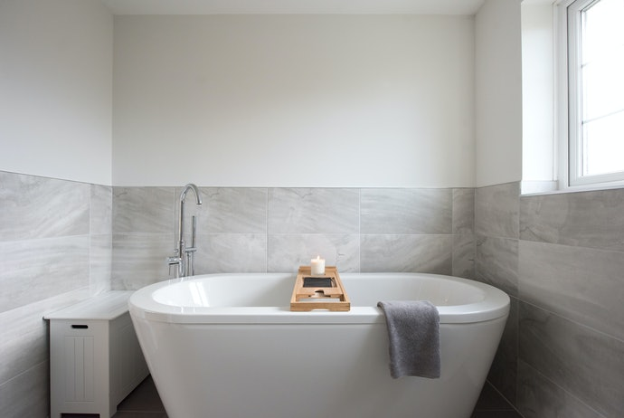 The Tray Should Rest Perfectly on Your Tub