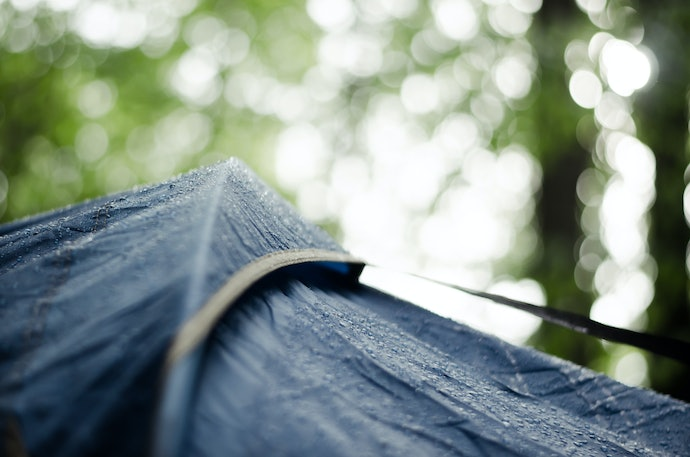 Know the Difference Between Waterproof and Water-Resistant Tarps