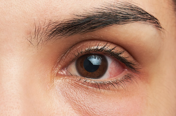 Avoid Harmful Chemicals for Sensitive Eyes and Skin