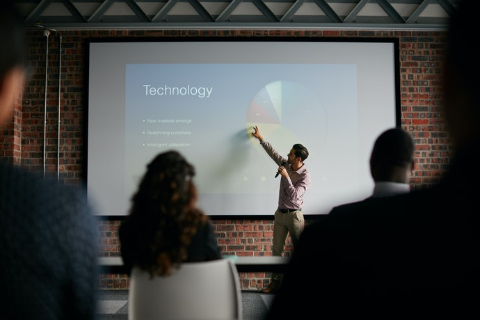 Multimedia Projectors are Best for Business and Classroom Use