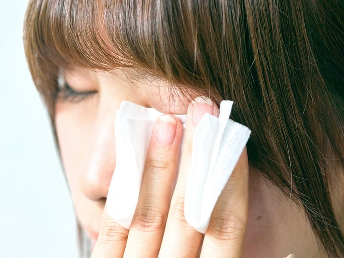 Find a Glue That Won't Damage Your Eyelids Upon Removal
