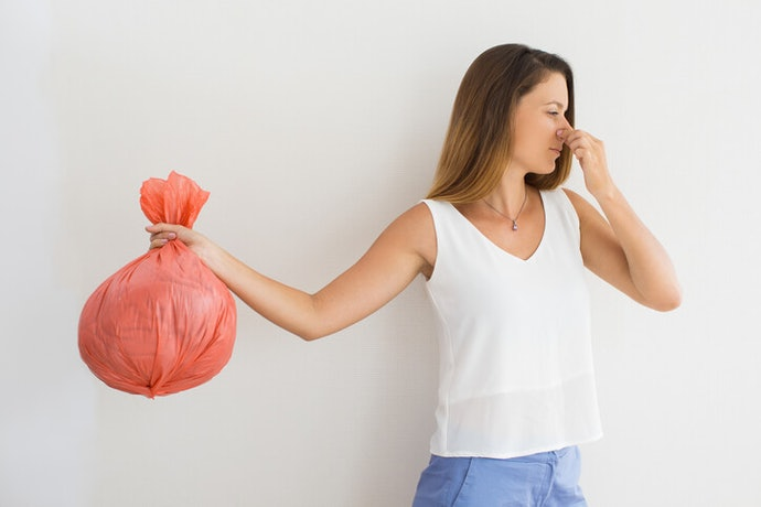 How to Keep Your Garbage Bag from Smelling Like Garbage