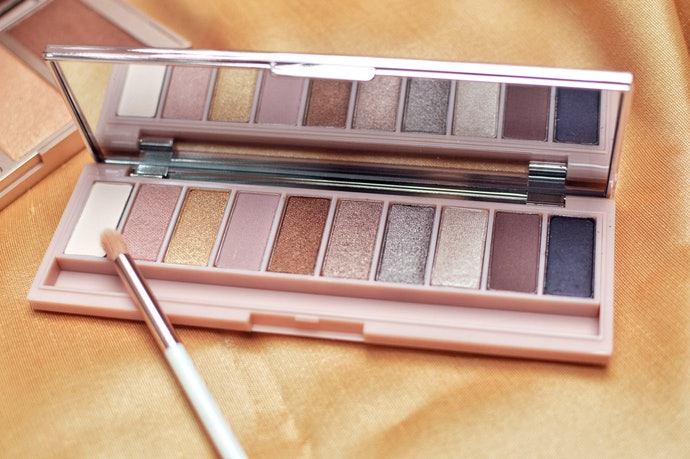 Consider Using Shimmer Eyeshadow Palettes