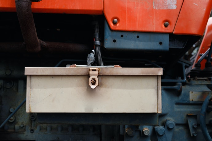A Truck-Mounted Toolbox for Heavy-Duty Storing and Transporting