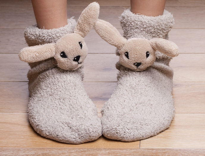 Crew-Length Slipper Socks Stop Above the Ankle