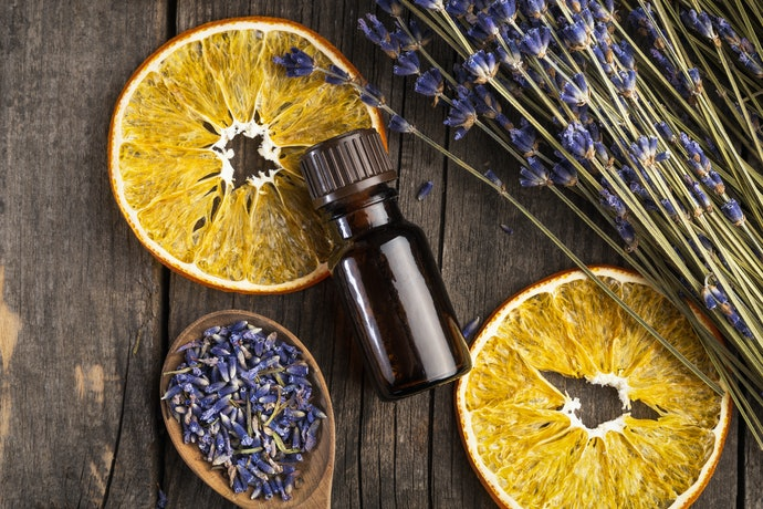 Lavender, Lemongrass, and Tea Tree Oil Can Soothe Itchy Skin