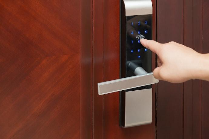Smart Lever-Style Locks for Minimalists