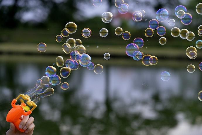 Battery-Operated Bubble Wands Produce Uniform Bubbles
