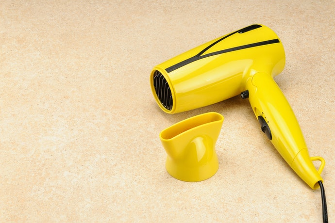 A Concentrator Nozzle Gives Shape and Shiny, Non-Frizzy Hair