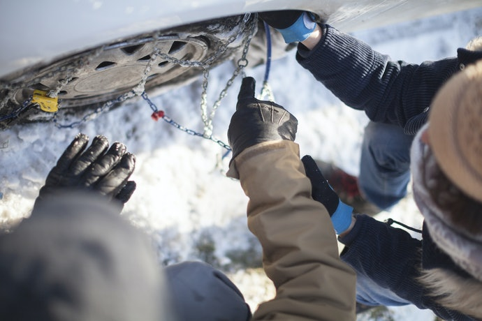 Know Your Snow Chain Restrictions and Maintenance Duties
