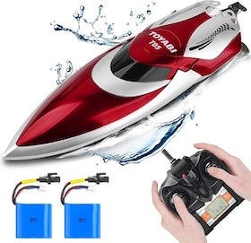Top 10 Best Remote Control Boats for the Pool in 2021 (Force1, Yezi, and More) 2