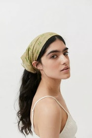 Top 10 Best Women's Head Scarves in 2021 (Gucci, Everlane, and More) 4