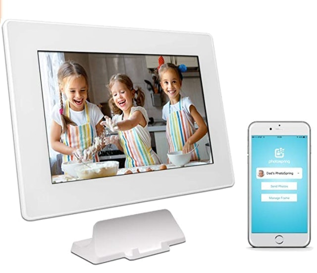 PhotoSpring 10-Inch WiFi Cloud Digital Picture Frame 1