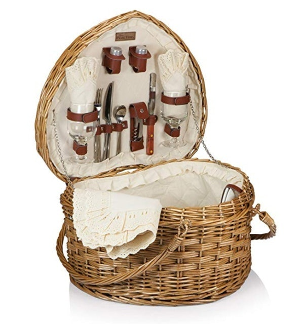 Picnic Time Heart Willow Picnic Basket 1