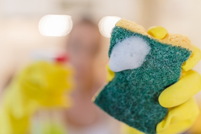 2. Look for an Attached Scouring Pad Made of Plant-Based Fibers