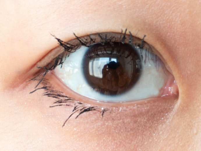 Clings on to Each Separate Lash for a Relatively Natural Look